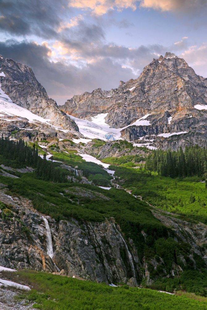 Goode Mountain Waterfalls em