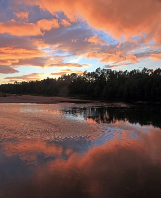 river sunset em