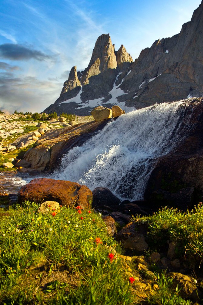 Warbonnet Peak and Waterfall, Cirque of the Towers sky em