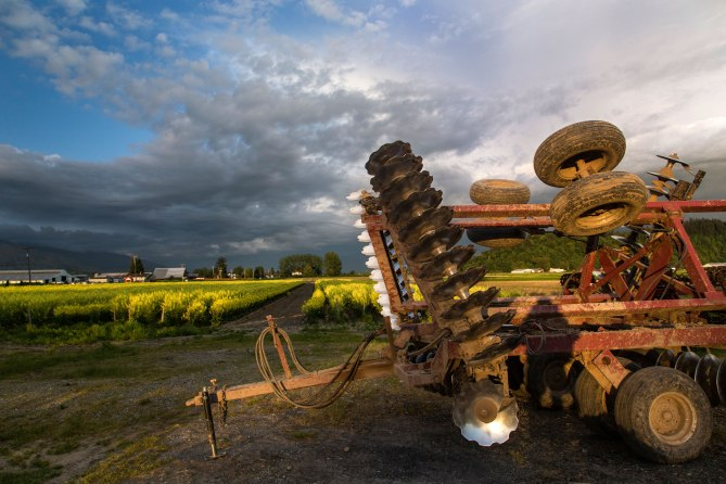 tractor-and-sky-3m