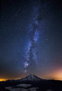 Mount_Rainier_Milky_Way