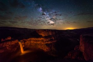 Palouse_Falls_Milky_Way
